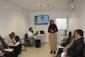 Mariah Oliveira (Instituto Aliança) promove atividades participativas para a capacitação dos técnicos e dirigentes (Foto: Gleice Bernardini/Fetaesp)