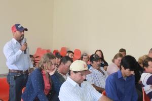 Beneficiário de regente Feijó destaca sua alegria na cerimônia de entrega das casas PNHR (Foto: Gleice Bernardini/Fetaesp)