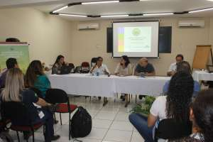 Camila Santos Tomaz, do departamento de políticas agrícolas e agrárias, representou a Fetaesp, demonstrando números do PNCF (Foto: Gleice Bernardini/Fetaesp)